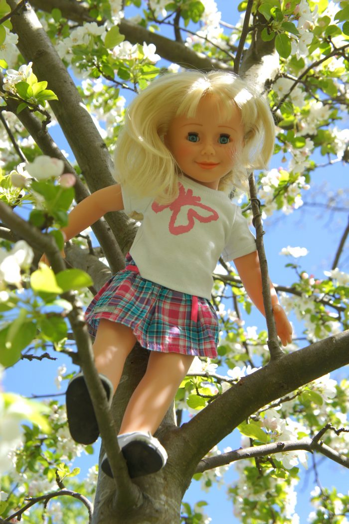 wegirls in tree